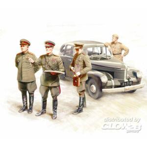ICM Captain Saloon Staff Car with Soviet SP 1:35 (35477)
