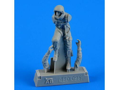 Aerobonus U.S.A.F. fighter pilot-pressure suit1960 1:48 (480.096)