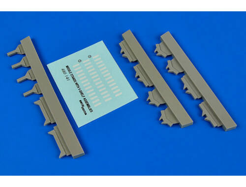 Aerobonus USAF Missile maintenance stands with V-s V-shelf assemblies 1:48 (480.141)