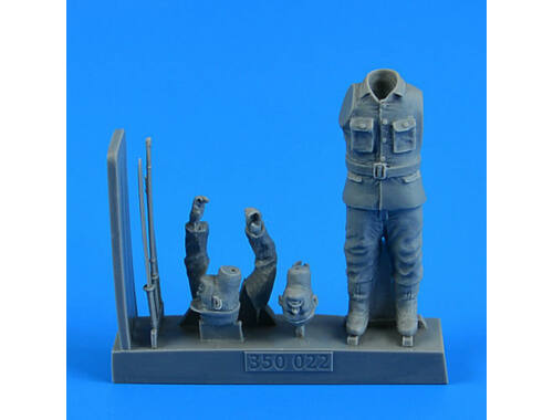Aerobonus Japanese WWII suicide officer for the Japanese Suicide Craft Kaiten II 1:35 (350.022)