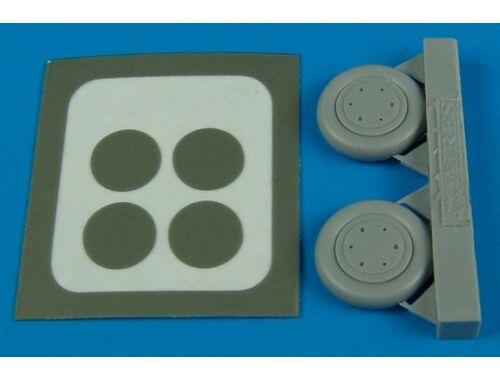 Aires SBD Dauntless wheel & paint masks 1:72 (7244)