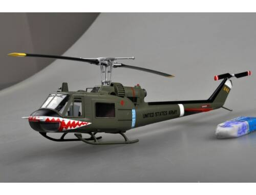 "Easy Model UH-1C of the 174th AHC gun platoon ""Sharks"",1970 1:48 (39318)"