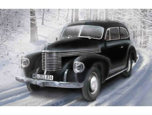 ICM Captain 2-door salon WWII German Staff Car 1:35 (35476)