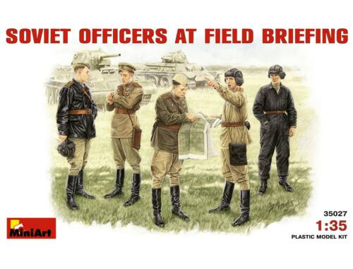 Miniart Soviet Officers at Field Briefing 1:35 (35027)