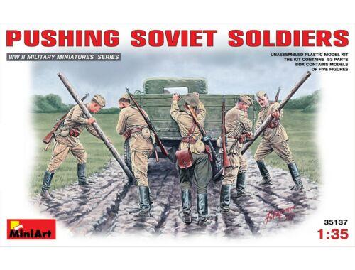 Miniart Pushing Soviet Soldiers 1:35 (35137)
