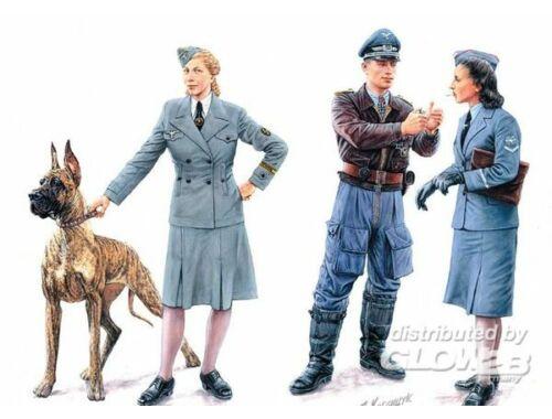 Master Box Woman at war: Germany, Luftwaffe Helferi 1:35 (3557)