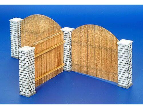 Plus Model Holzzaun mit Mauerpfosten 1:35 (216)