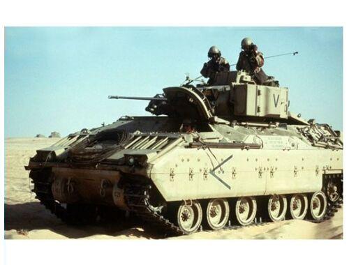 Trumpeter M2A0 Bradley Fighting Vehicle 1:72 (7295)
