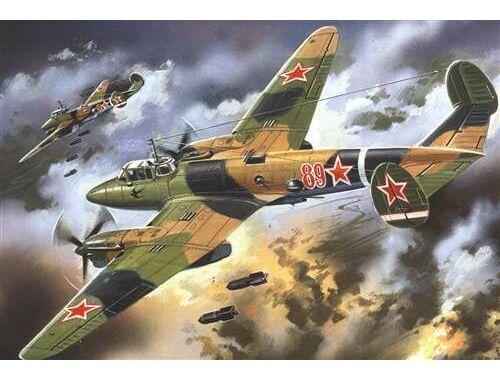 Unimodel Dive Bomber Pe-2 1:72 (107)