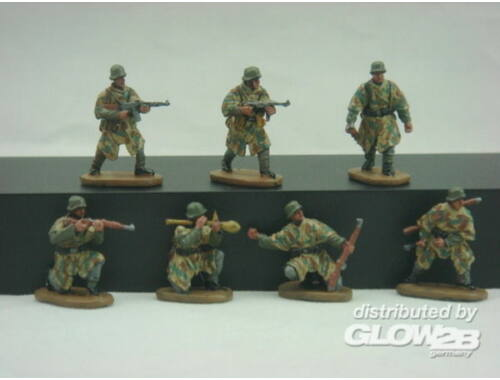 Caesar WWII German Army with Camouflage Cape 1:72 (HB04)