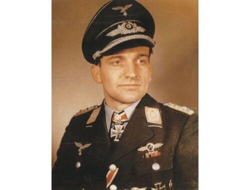 CMK Luftwaffe Aces H. U. Rudel (1. fig for Ju 87G 1:32 (F32154)