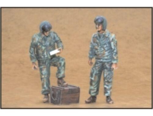 CMK Russian modern Heli. pilots-standing (2 fig.) 1:35 (F35168)