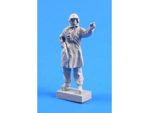CMK Wermacht soldier (Winter Clothes) Winter 1942 1:35 (F35239)