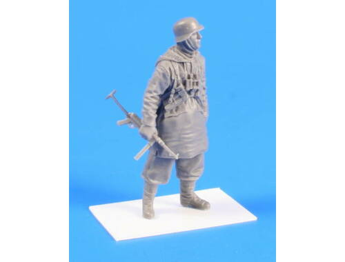 CMK German SS soldier (Padded Jacket with Hood) S 1:35 (F35240)