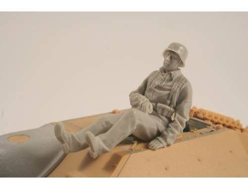 CMK German WW II Hetzer Sitting Infantry man 1:35 (F35260)
