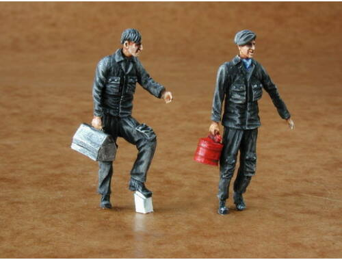 CMK Warsaw Pact mechanics (2 fig.) 1:48 (F48087)