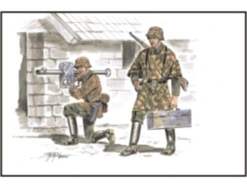 CMK German soldiers with Panzerschreck (2.fig met 1:72 (F72161)