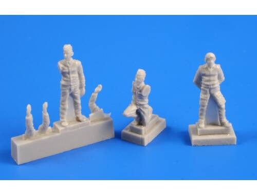 CMK Czechoslovak pilot (1 fig.) and mechanic (2 f 1:72 (F72247)