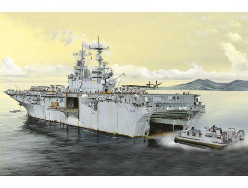 Hobby Boss USS Essex LHD-2 1:700 (83403)