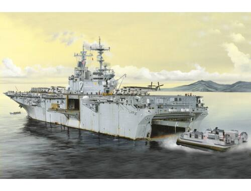 Hobby Boss USS Essex LHD-2 1:700 (83403)
