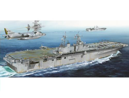 Hobby Boss USS Boxer LHD-4 1:700 (83405)