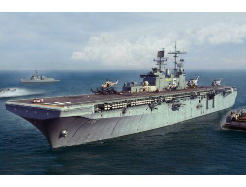 Hobby Boss USS Bataan LHD-5 1:700 (83406)