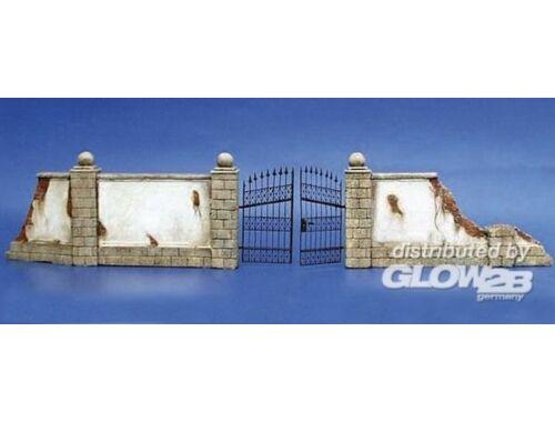 Plus Model Mauer mit Metalltor 1:35 (007)