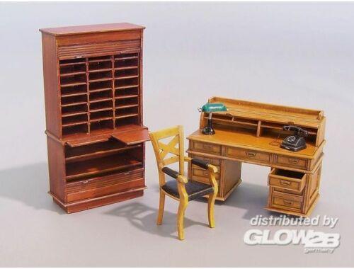 Plus Model Office furniture 1:35 (163)