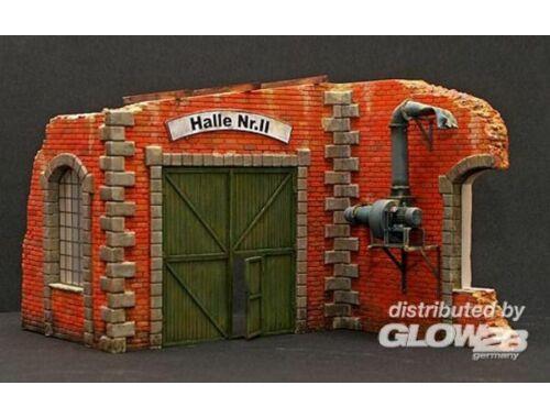 Plus Model Fabrikwand mit Tor 1:35 (196)