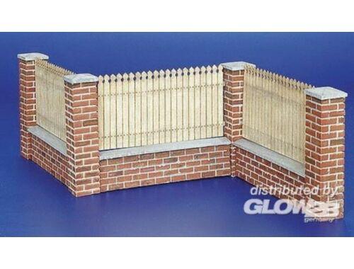 Plus Model Zaun mit Mauerabschluss 1:35 (215)
