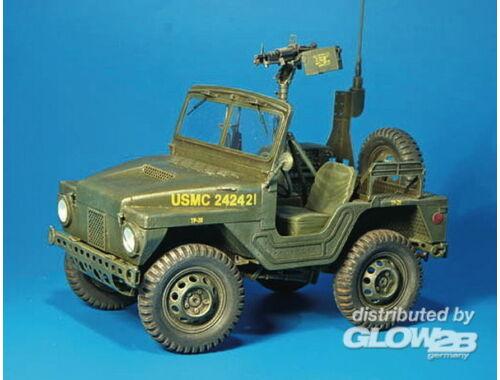 Plus Model M422 Kommandot Fahrzeug 1:35 (312)