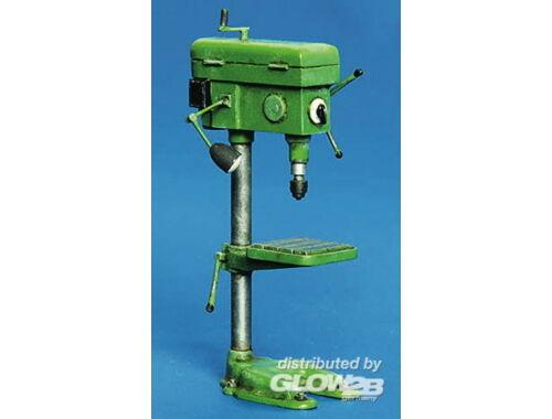 Plus Model Bohrmaschine 1:35 (337)