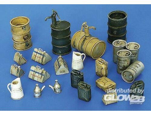 Plus Model Deutsches Equipment WWII Tanklager Zubehör 1:48 (4022)