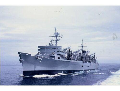 Trumpeter AOE Fast Combat Support Ship USS Sacram. 1:700 (05785)