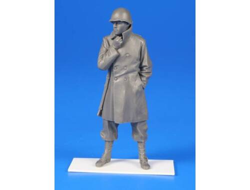 CMK US WWII Sodier w/winter coat and an M1 rifle - Belgium 1944 1:35 (F35287)