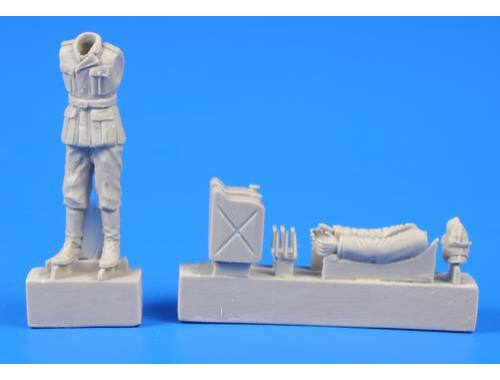 CMK German WWII Soldier wit Fuel Cans 1:48 (F48301)