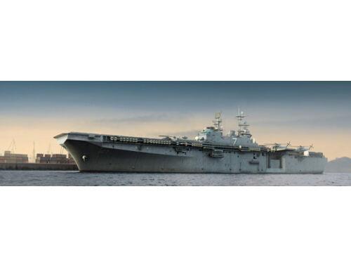 Trumpeter Aircraft Carrier USS IWO JIMA LHD-7 1:350 (5615)