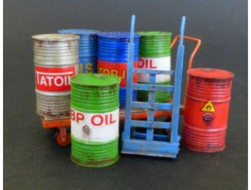 Plus Model Metal barrels with handcarts 1:35 (482)