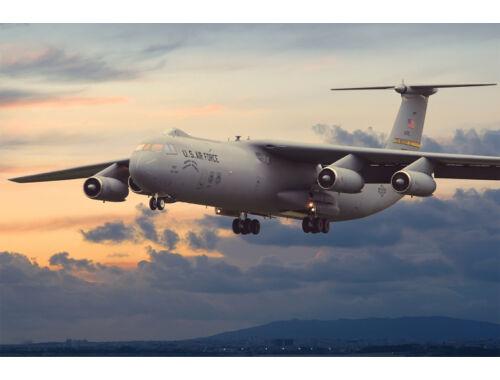 Roden Lockheed C-141B Starlifter 1:72 (325)