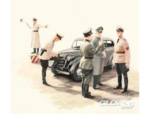 ICM Kadett K38 Saloon Staff Car with German Road Police 1:35 (35480)