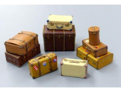 Plus Model Suitcases 1:35 (EL061)