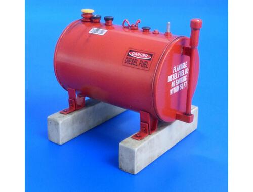 Plus model U.S.300 gallon fuel Tank 1:35 (533)