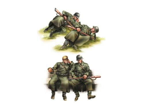 Hobby Boss GERMAN INFANTRY-Taking a rest 1:35 (84420)