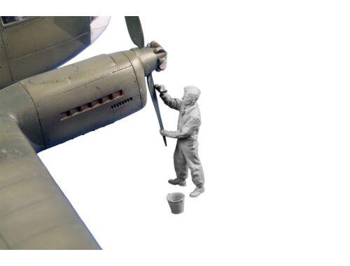 CMK Siebel Si 204/Aero C-3 Rigger (prop maintenance) 1:48 (129-F48359)