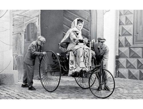 ICM Benz Patent-Motorwagen 1886 with Mrs. Benz
