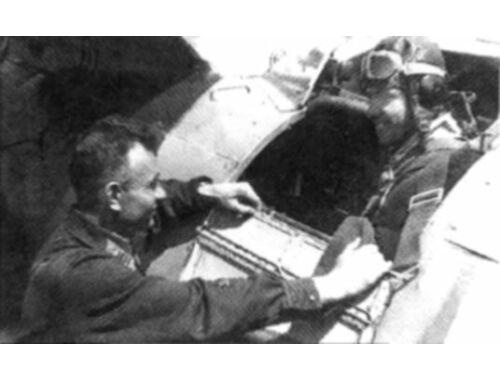 ICM I-153 with Soviet Pilots (1939-1942) 1:32 (32013)