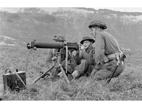 ICM WWII British Vickers MG Crew(Vickers MG