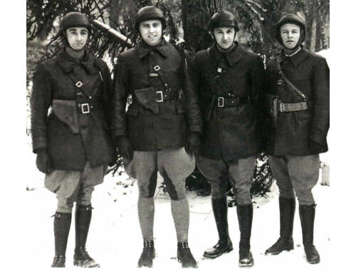 ICM WWII French Tank Crew (4 figures) 1:35 (35647)