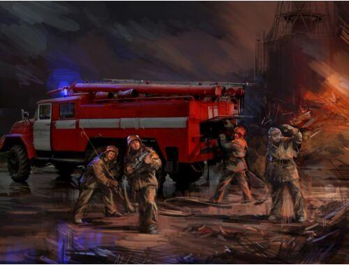 ICM Chernobyl 2. Fire Fighters (AC-40-137A firetruck 4figur diorama base) 1:35 (35902)