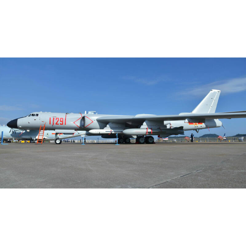 Trumpeter Xian H-6K Stratedgic Bomber 1:144 (03930)